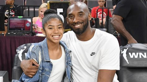 A picture of Kobe Bryant and his daughter Gianna.