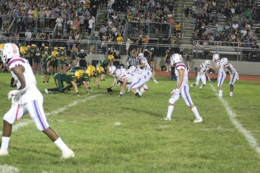 Minutemen+offense+lines+up+against+Clearview+during+week+3.+The+minutemen+went+on+to+win++30-7.